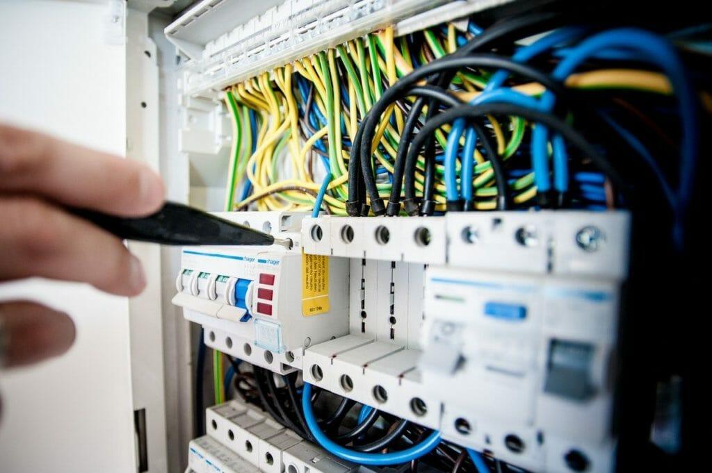 Prüfung für stationäre und ortsveränderlicher Elektrogeräte und Maschinen
